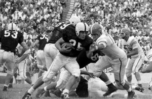 Tommy McDonald battling the Texas Longhorns